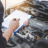 Remplissage d'une fiche technique de maintenance de véhicule